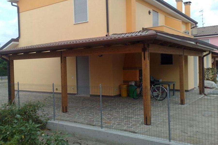 Strutture in legno pianeta legno snc rovigo for Casette con portici